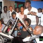 Adebayor et ses enfants ( famille ) se chamaillent