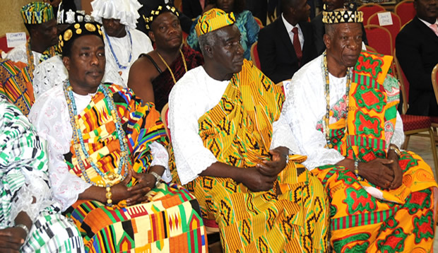 Les chefs traditionnels au cours d'une réunion