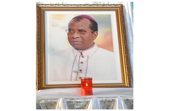 Mgr Julien Mawulé Kouto conduite à sa dernière demeure