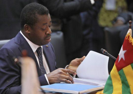 La monnaie unique fait débat à Accra. Le président Faure y était