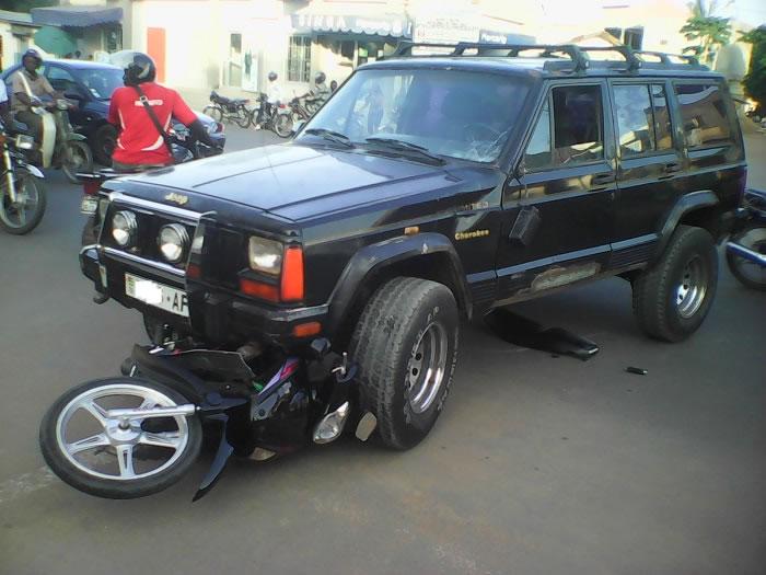 Grave accident de circulation à Lomé : Un miraculé sorti sans égratignure !
