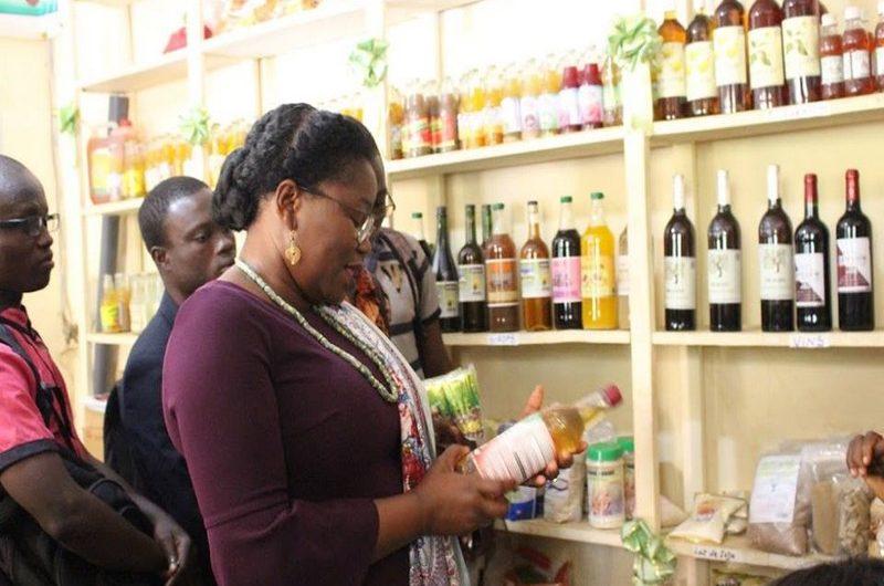 La Ministre Tomegah Dogbe Victoire de la jeunesse visite des entrepreneurs