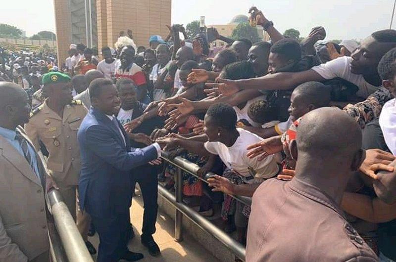 Togo/Elections présidentielles 2020: Faure Gnassingbé fête sa victoire avec ses sympathisants à la Présidence.