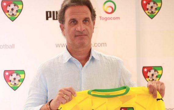 Togo: le sélectionneur des Eperviers Paulo Duarte en tournée nationale.