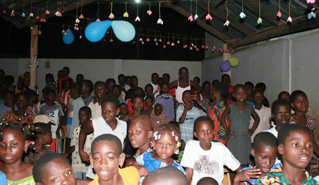 Les enfants des femmes portefaix de Lomé ont fêté noël