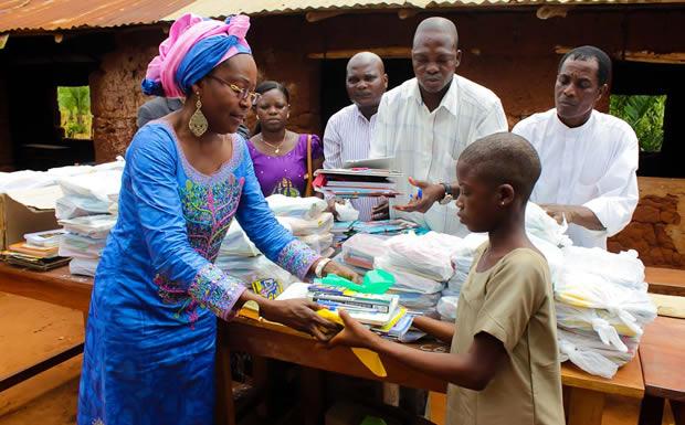 Togo : Afia Mala offre des kits de Noël aux enfants de Sapé
