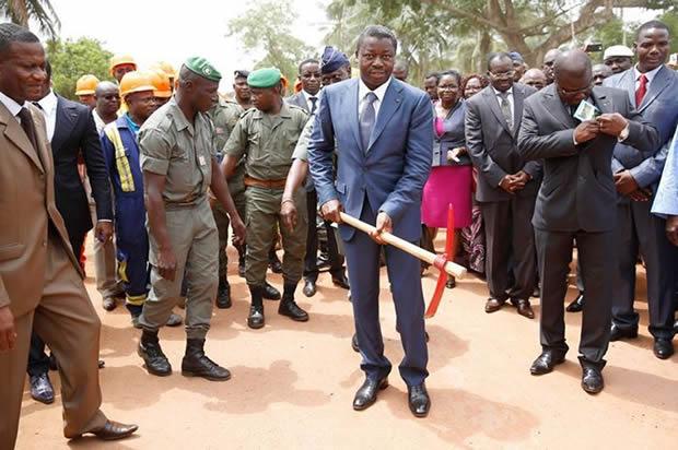 Faure Gnassingbé lance les travaux de réhabilitation