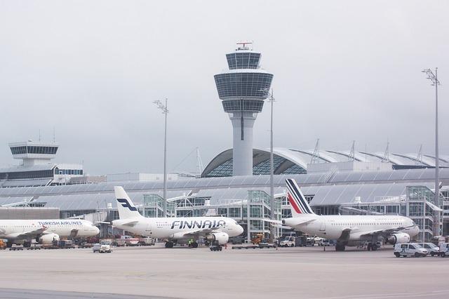 Les aéroports de Cotonou et de Lomé paralysés