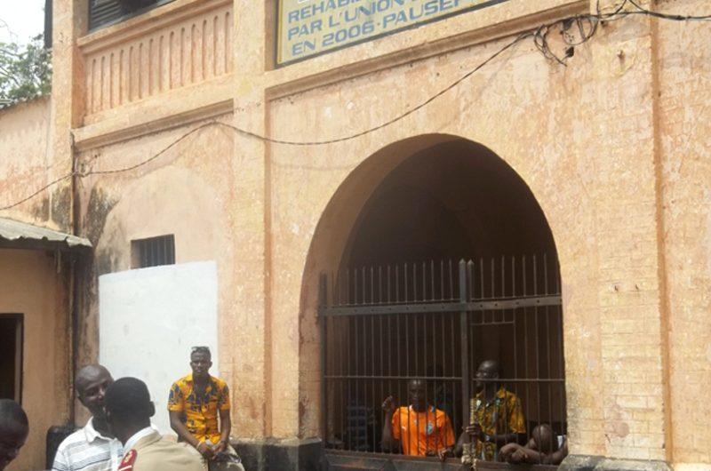 Administration pénitentiaire : Le Directeur Idrissou Akibou accusé de malversation financière