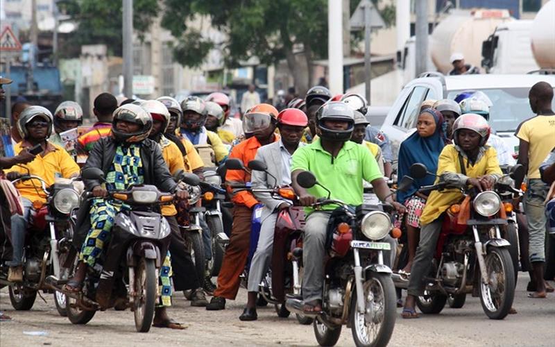 Des conducteurs de taxi-motos formés sur le code de la route