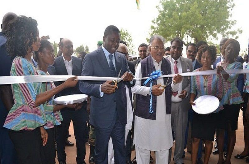 Faure Gnassingbé inaugure l'usine de production de fer à béton à Kara.