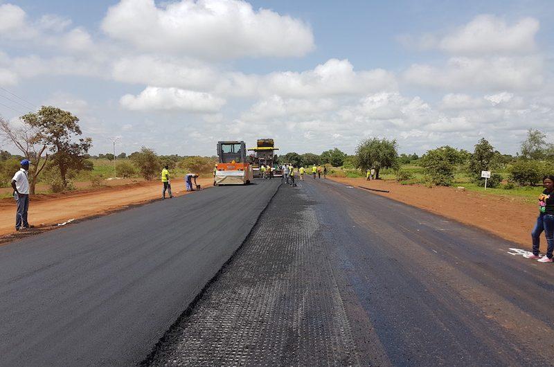 Le gouvernement annonce le bitumage et la réhabilitation de 600 km de route d'ici 2022.