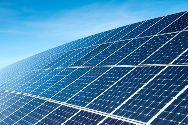Le Togo et la SFI signent un accord de partenariat dans le domaine de l'énergie solaire.