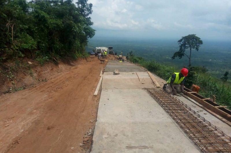 Les travaux de réhabilitation des pistes rurales avancent dans le canton de Hihéatro.