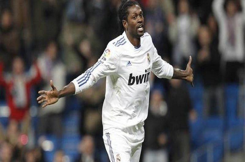 Ligue des champions: Emmanuel Adebayor opte pour la qualification de Manchester City.