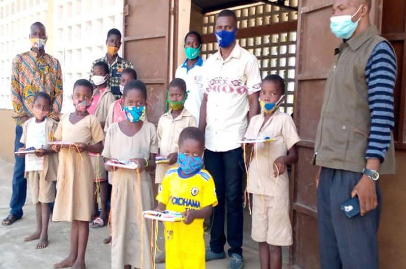 Des dons du président Faure Gnassingbé à l'endroit des élèves démunis