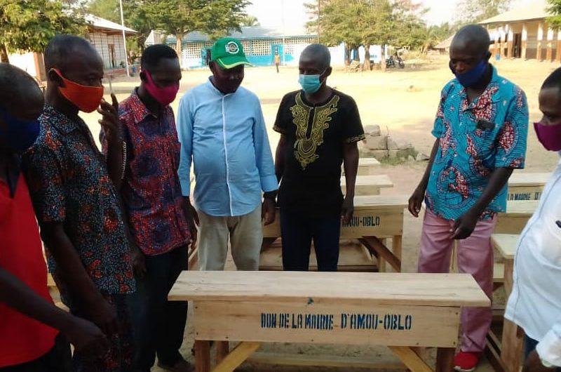 Togo / La mairie d'Amou Oblo a offert des table-bancs aux divers établissements